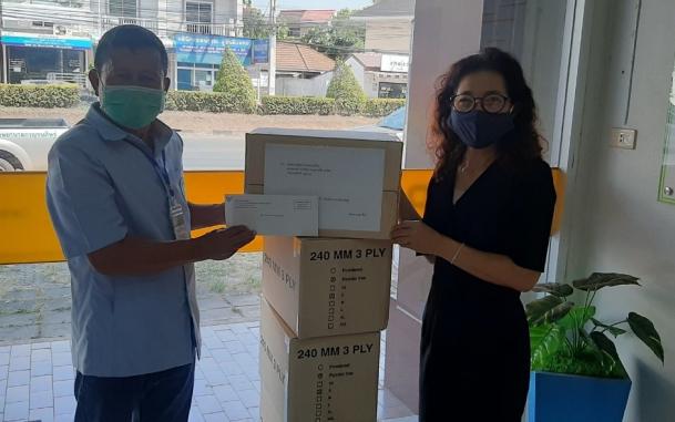 บีโอไอ-สุราษฎร์ธานี ร่วมกับ บริษัท  เซฟกลัฟ จำกัด ส่งมอบถุงมือ ให้กับโรงพยาบาล 4 แห่ง